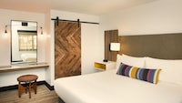 Deluxe Room, 1 King Bed (Contemporary)