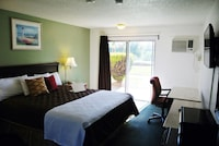 Room, 1 King Bed, Non Smoking, Patio (Ground Floor)