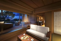Japanese Western suite with open air bath