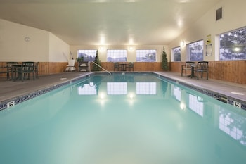 Grants Pass Vacations - La Quinta Inn & Suites Grants Pass - Property Image 1