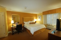 Suite, 1 King Bed, Accessible, Kitchen