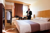 Standard Room, Multiple Beds (1 double and 1 single bed)