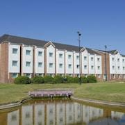 Aeroparque Inn and Suites