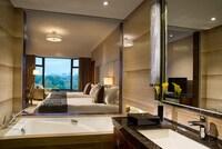 Club Room, 1 Queen Bed (Club Sofitel Access)