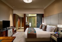 Luxury Room, 1 King Bed, City View