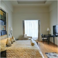 Deluxe Room, 1 King Bed (Plaza)