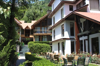 Manali Vacations - Quality Inn River Country Resort - Property Image 12