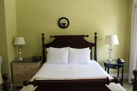 Deluxe Room, 1 Queen Bed, Accessible, Resort View (with Porch)