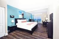 Standard Room, 1 King Bed, Oceanfront