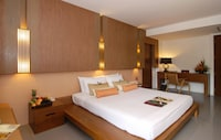 Deluxe Free Upgrade to Grand Deluxe at Peach Blossom