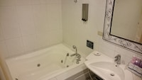 Deluxe Double Room, Jetted Tub