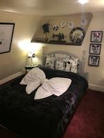 Double Room (Dupenny Boudoir)