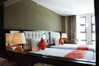 Senior Twin Room, 1 Bedroom, Bathtub, City View
