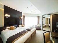Standard Floor, Corner Deluxe Twin Room (Non-Smoking)