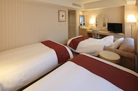 Triple Room, Smoking