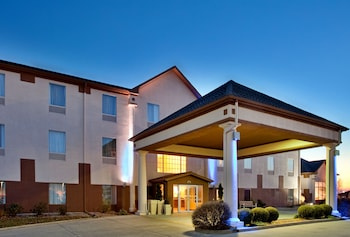 Baymont Inn & Suites Highland - Featured Image  - #0