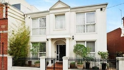 15 Charles Abbotsford Mansion - Hostel