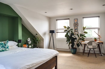 A Charming 2 Bedroom Retreat In East Dulwich