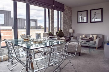 Luxurious 2 Bedroom Penthouse With Balcony