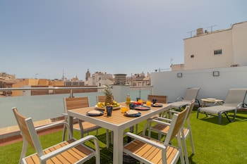 Sunny Terrace Apartment, Old Town Views